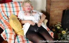 image British milf raven tweaks her tights for easy access Part 9